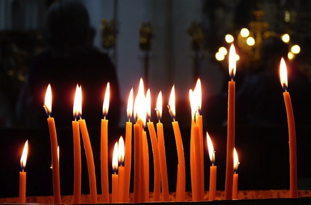 715px-Candles_in_the_church